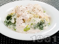 Рецепта Задушени пилешки хапки с броколи и сметанов сос